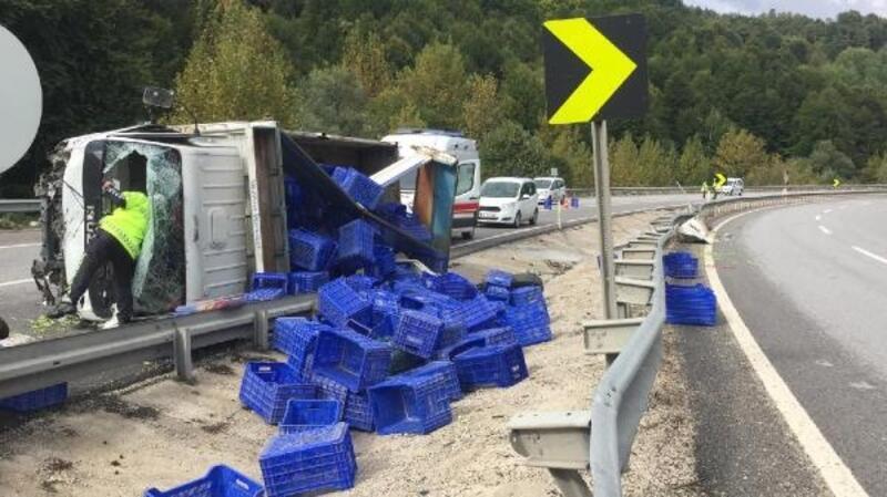İnegöl'de kamyon devrildi: 2 yaralı