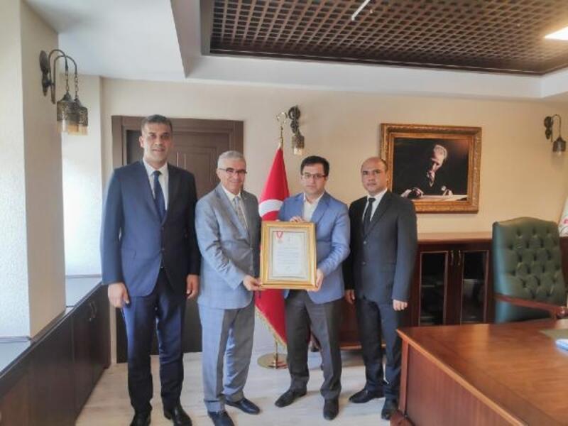 Kızılay'dan Milli Eğitime altın madalya