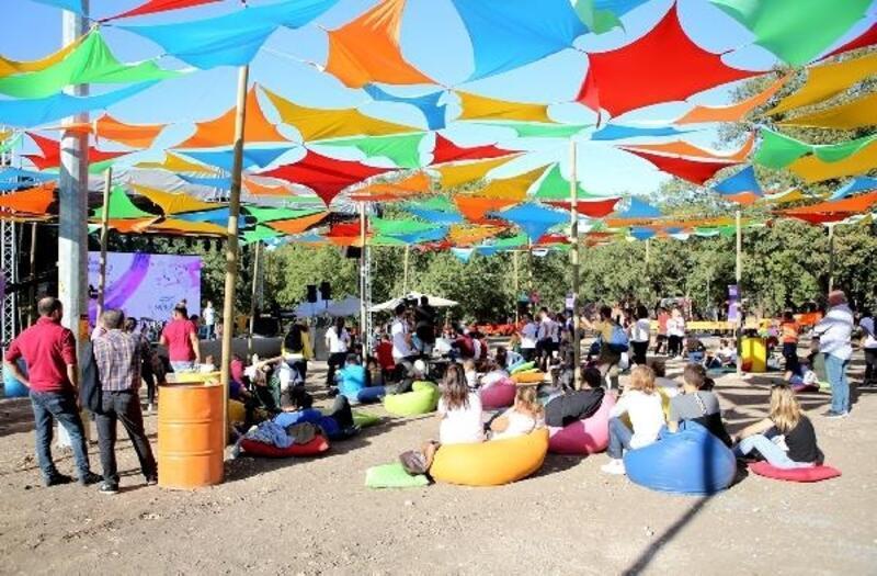 Bursa'da alzheimer hastaları yararına rengarenk festival