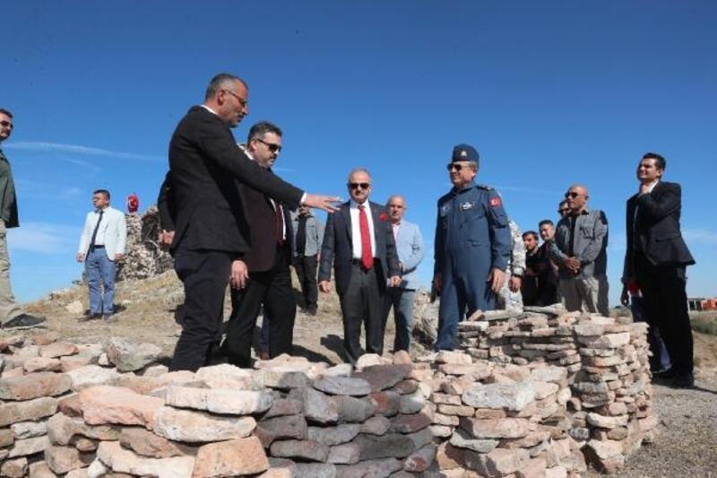 Vali Çakacak, Karacahisar Kalesi kazısını yerinde inceledi
