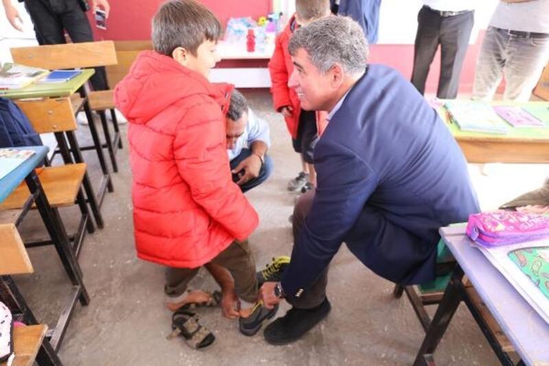 TBB Başkanı Feyzioğlu'ndan Siirt'teki köy okuluna yardım
