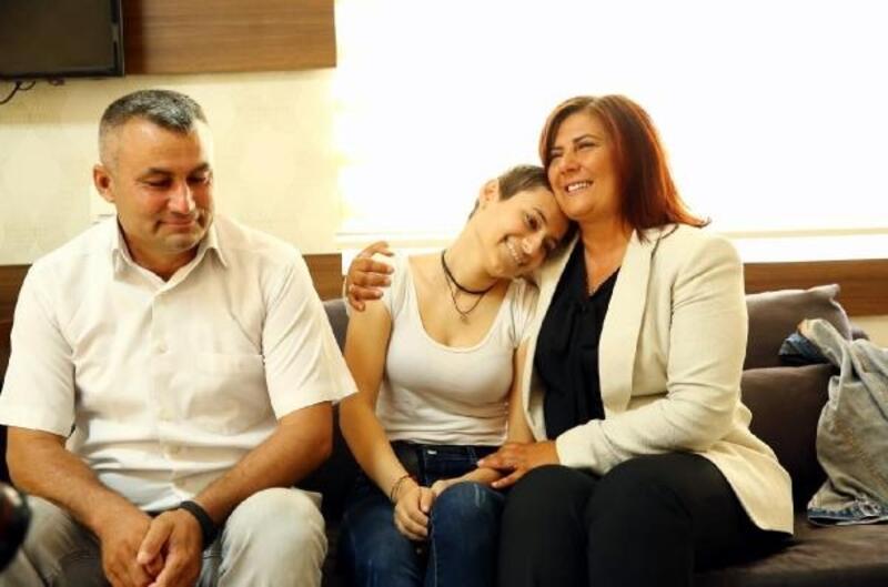 Başkan Çerçioğlu'ndan ilik hakli bekleyen baba-kıza hastanede ziyaret