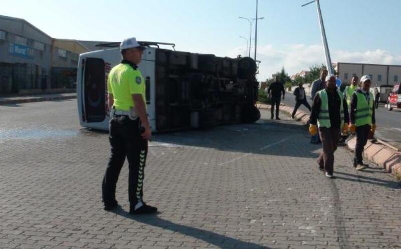 İşçi servisi midibüsü devrildi: 1 ölü, 24 yaralı