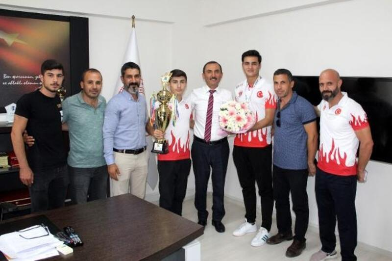 Müdür Kaymaz'dan başarılı sporculara tebrik