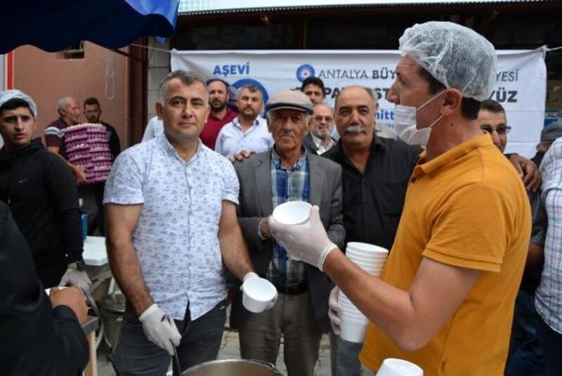 Büyükşehir'den Korkuteli'de aşure ikramı