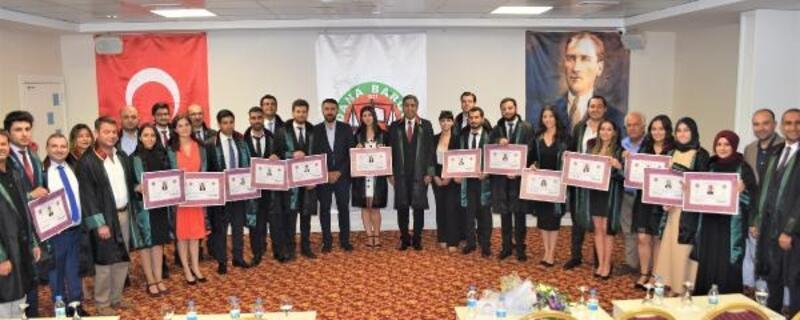 Adana Barosu'nda 18 stajyer törenle avukatlığa adım attı