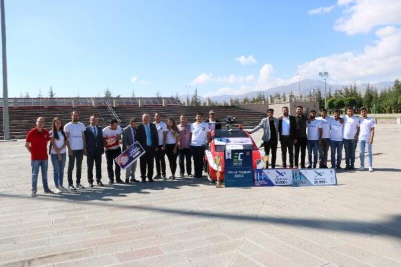 Rektör Kar, TEKNOFEST'te derece yapan öğrencileri kutladı