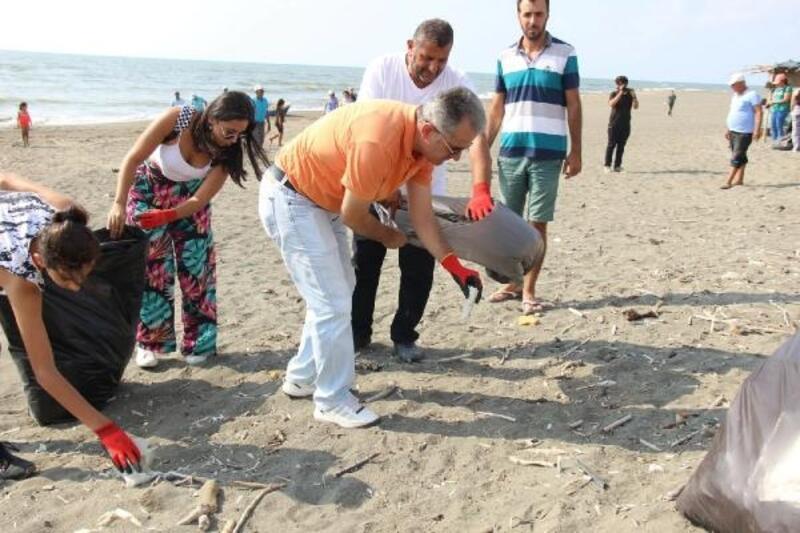 Greenpeace Hatay Gönüllüleri'nden sahil temizliği