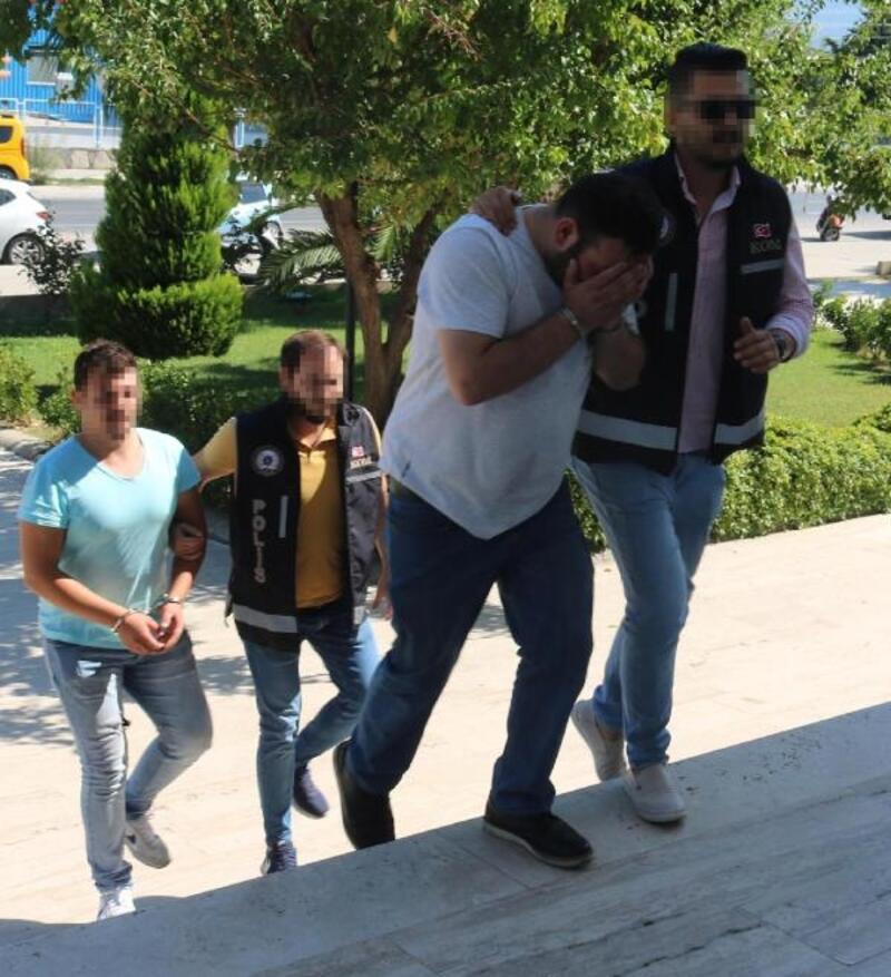Milas'ta 25 kaçak göçmen ile 2 organizatör yakalandı