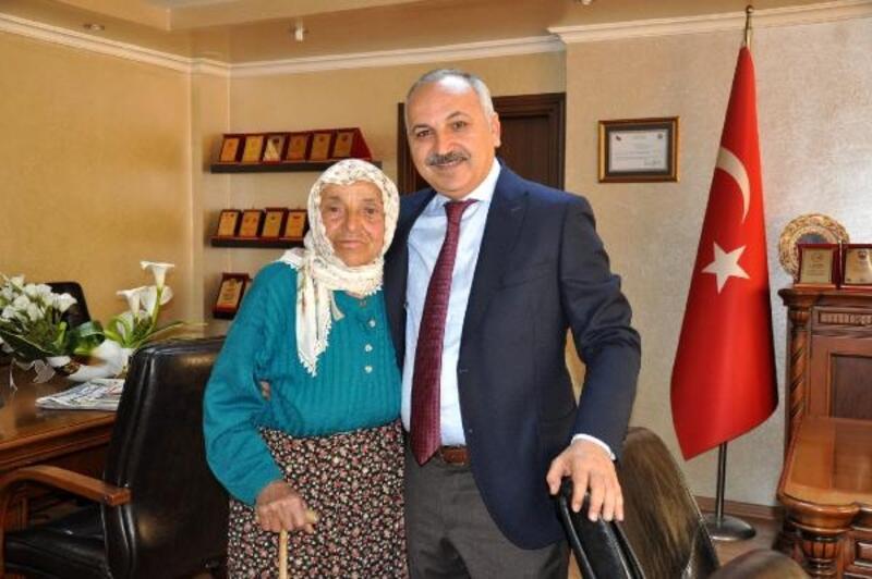 Başkan Dinçer'den annesine son görev