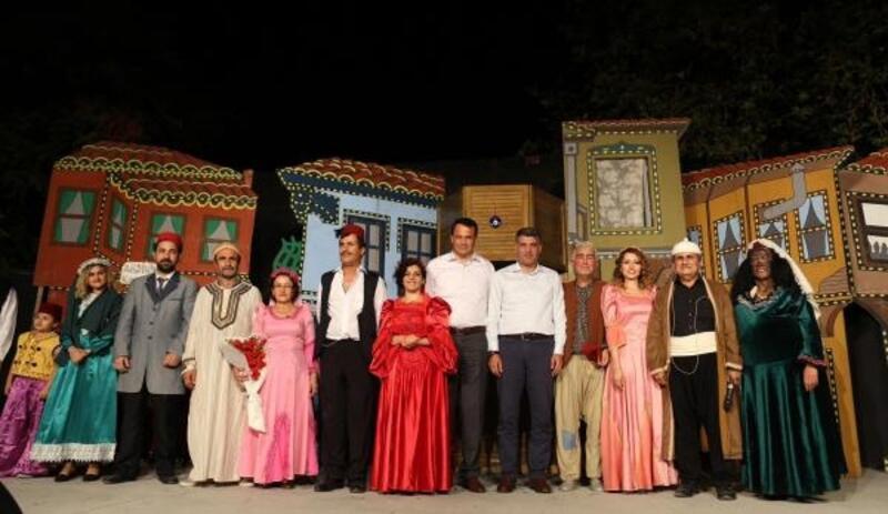 Yeşilköy'de tiyatro şöleni başladı