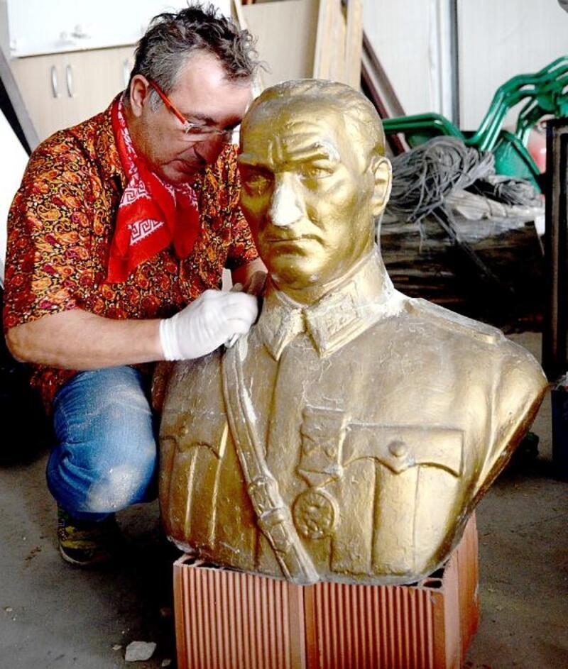 Bursa'da Atatürk büstü ve Deli Ayten heykeli onarımdan geçti