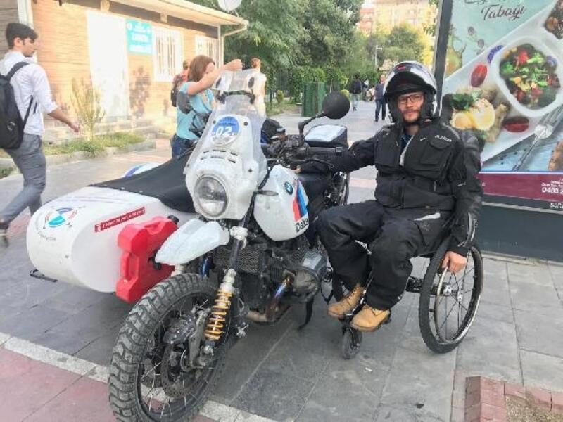 Fransız motosikletçiler Batman'da