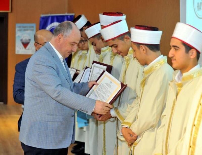 Osmaniye'de 32 hafız icazet belgesi aldı