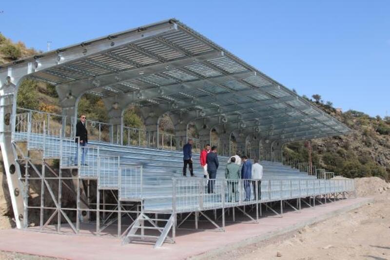 Başkan Özdoğan, stadyum inşaatını inceledi