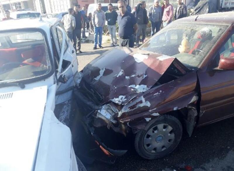 Dinar'da otomobiller çarpıştı