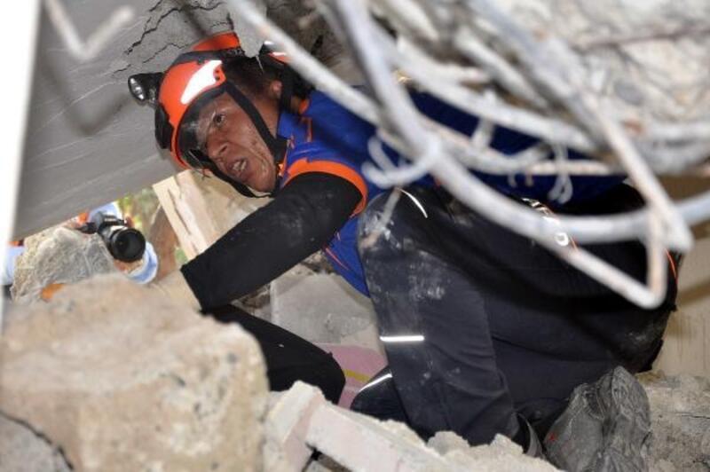 Osmaniye'de deprem tatbikatı gerçeğini aratmadı
