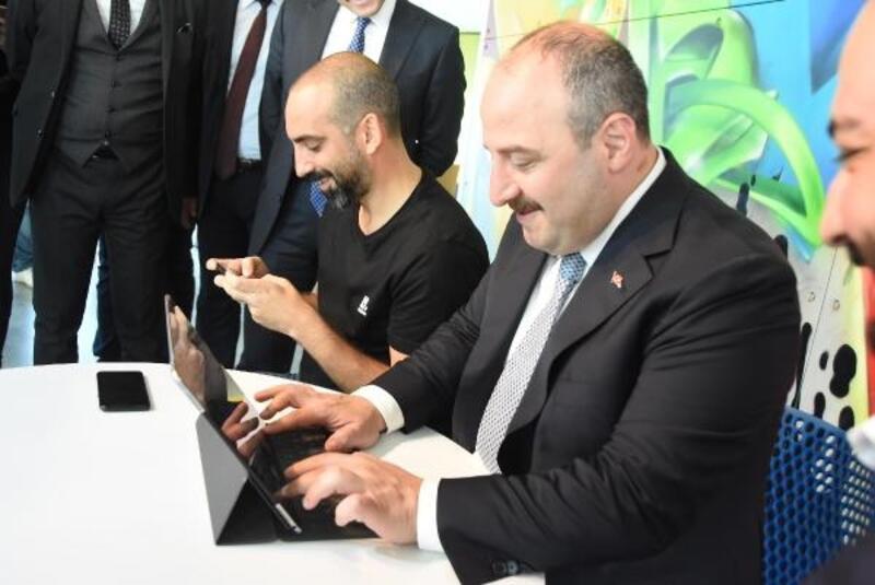 Bakan Varank, 'Kafa Topu' oyununda rakibini yendi