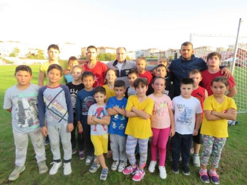 Lüleburgazlı minik  güreşçiler Türkiye'yi temsil edecek