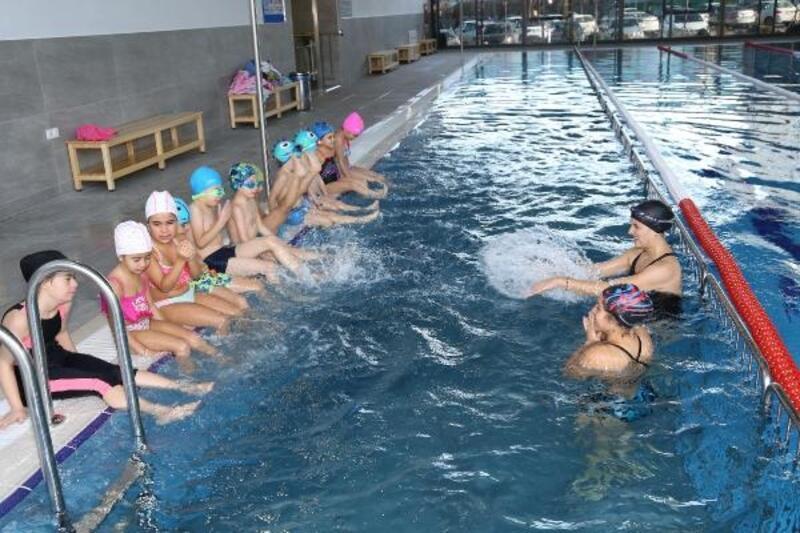 Çankaya'da öğrenciler beden eğitimi dersinde yüzme eğitimi alacak