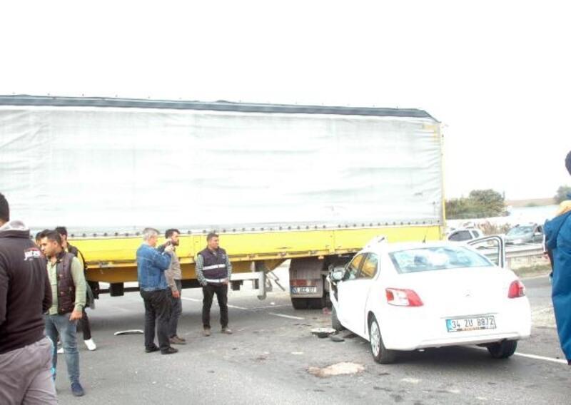 Otomobille TIR'ın çarpıştığı kazada 5 kişi yaralandı