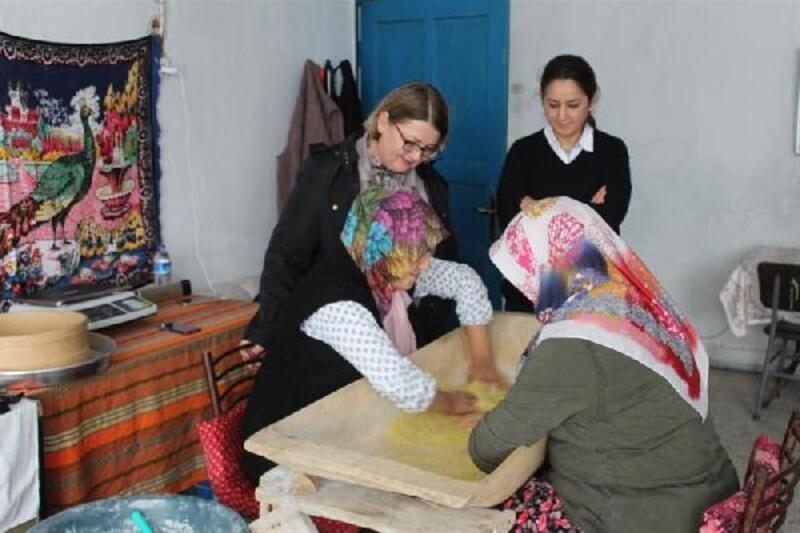 Kırklareli'nde kadınlar kargo ile tarhana ve salça satıyor