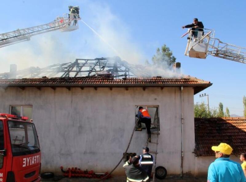 2 katlı ev yandı