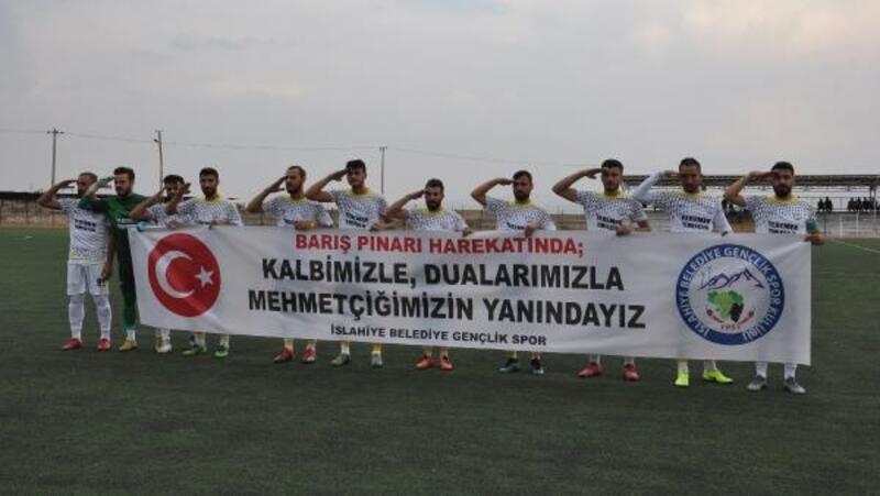 İslahiye'de sporculardan Barış Pınarı Harekatı'na pankartlı destek