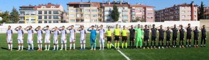 Burdur'da futbolculardan asker selamı