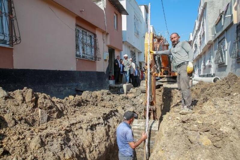 Seyhan'da altyapısı biten sokaklara yol çalışması