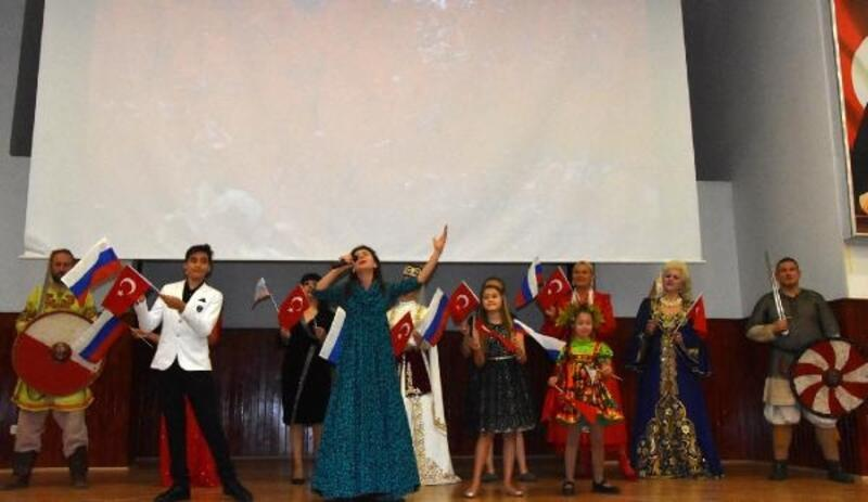 Rus sanatçılardan Demre'de konser