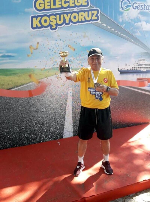 72 yaşında maraton koşuyor