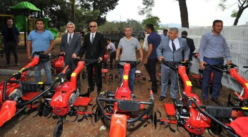 Osmaniye'de üreticilere zeytin ekipmanı dağıtıldı