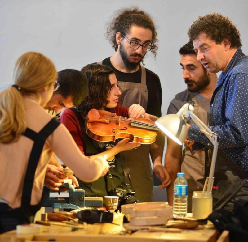 Dünyanın en önemli çalgı yapımcıları dördüncü kez İzmir'de