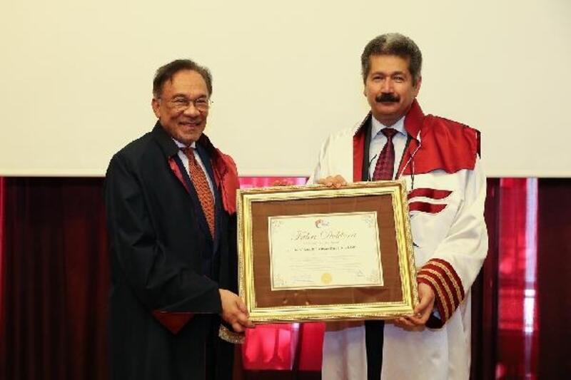 Malezyalı siyasetçiye Türkiye'den fahri doktora