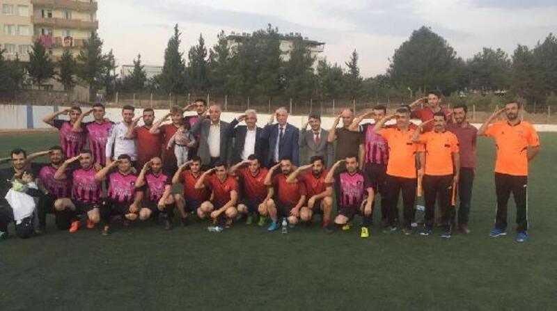 Öğretmenler arası futbol turnuvasında Mehmetçiğe selam