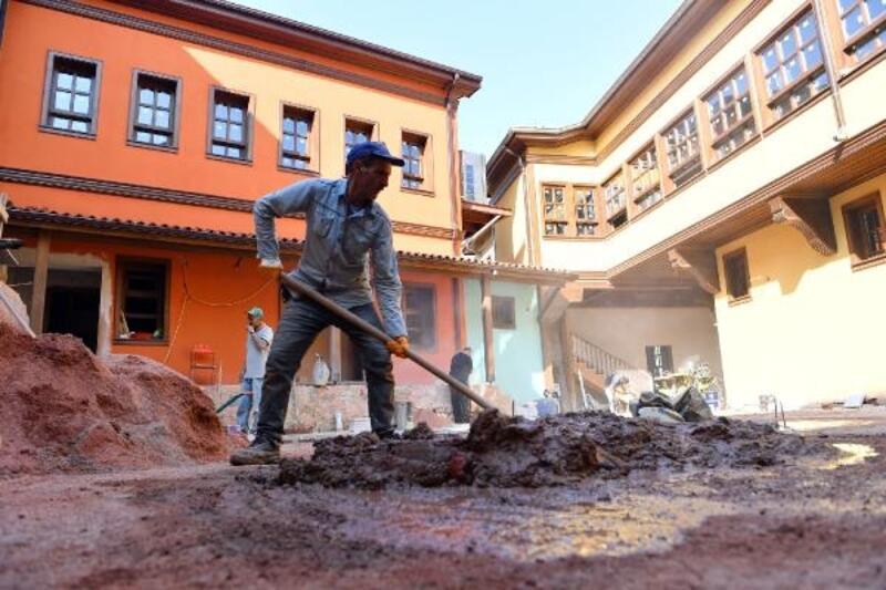 Bursa'da Şadırvanlı Han'da yeniden eski görüntüsüne kavuşacak