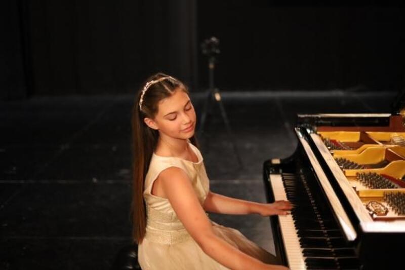 İlyun Bürkev, Çukurova Devlet Senfoni Orkestrası ile sahne alacak