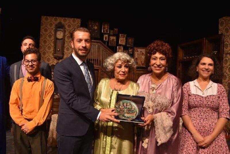 Türkiye'nin usta tiyatro oyuncuları Ceyhan'da sahne aldı