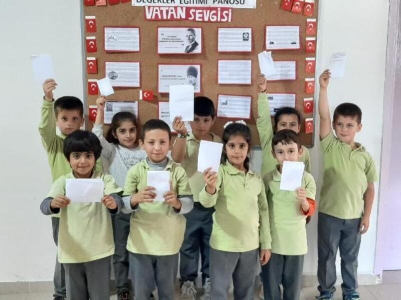 Minik öğrencilerden Mehmetçiklere mektuplu destek