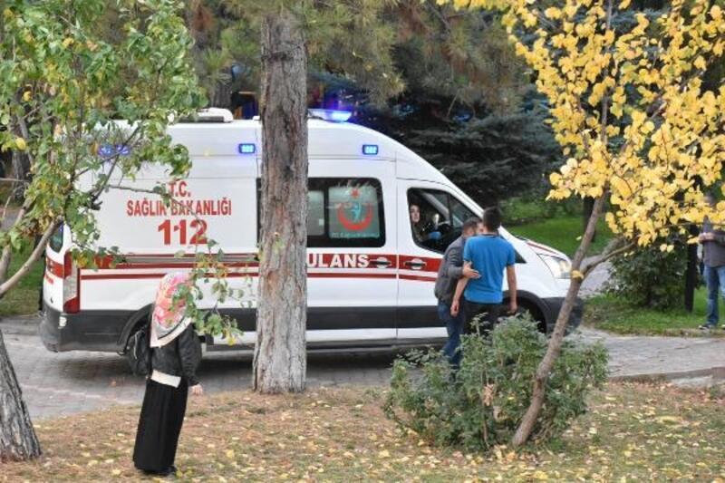 Liselilerin parkta bıçaklı kavgası: 1 ölü, 1 yaralı