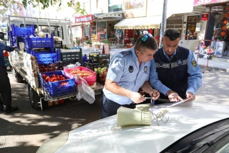Buca'da megafonlu seyyar satıcılara suçüstü