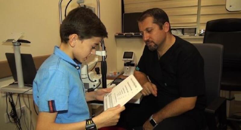 Görme engelli kardeşler, ameliyatla sağlığına kavuştu