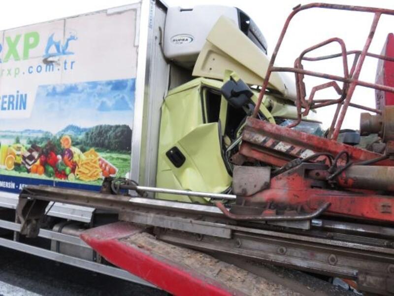 Kuzey Marmara Otoyolu'nda kamyon tıra çarptı