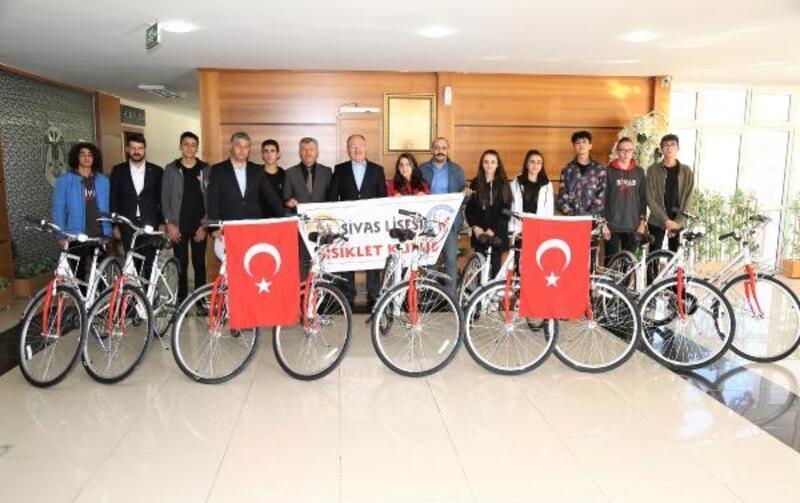 Başkan Bilgin, öğrencilere bisiklet hediye etti