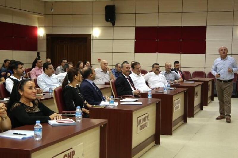 Yüreğir Belediyesi hizmet içi eğitim seminerleri sürüyor