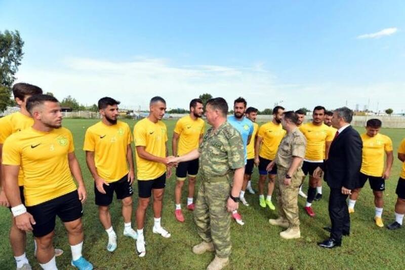 Komutanlardan Osmaniyespor FK'ya ziyaret