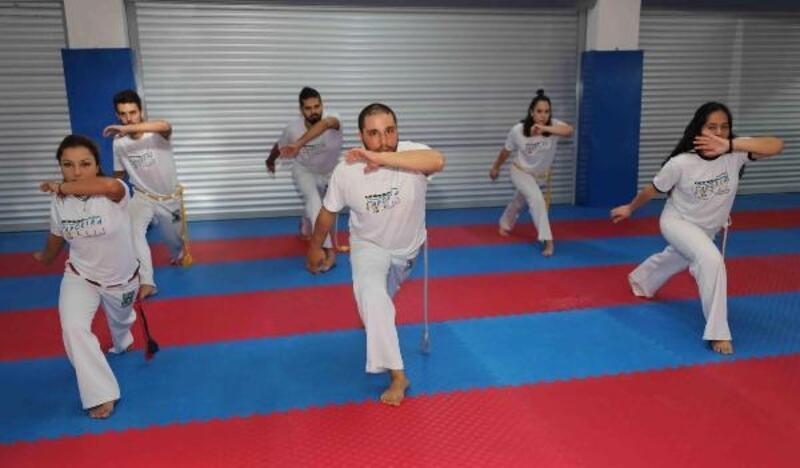 Bayraklı Belediyesi'nden 'Capoeira' kursu