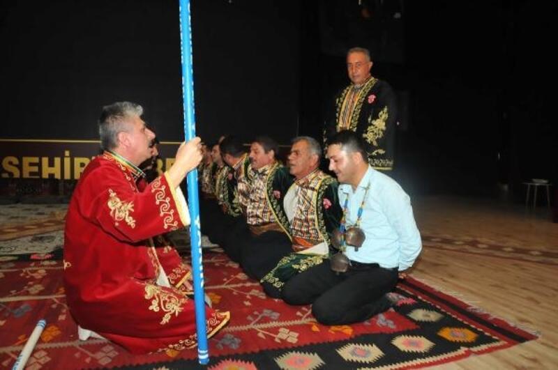 Akşehir'de çocuklar sıra yarenleri ile eğlendi