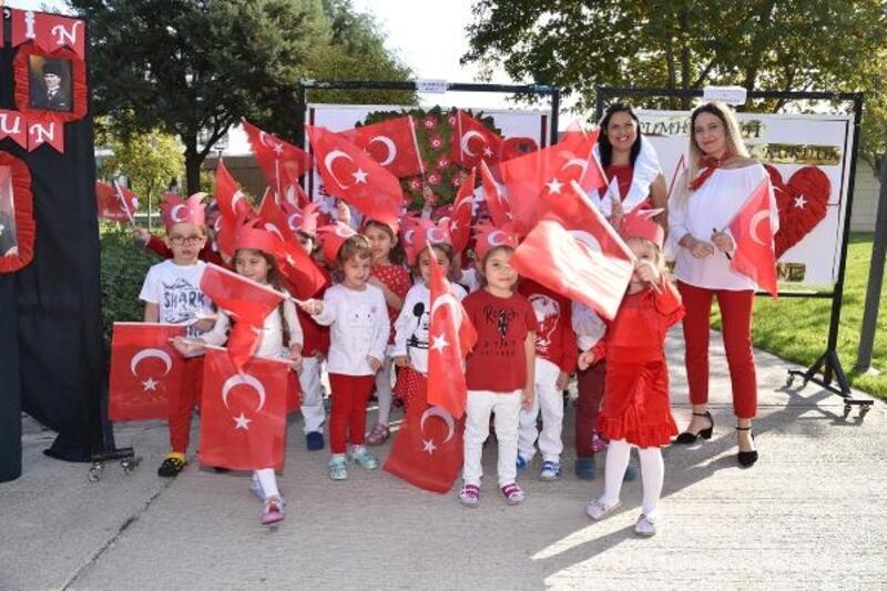 Minik yürekler Cumhuriyet'in kuruluşunun 96'ncı yılını kutladı